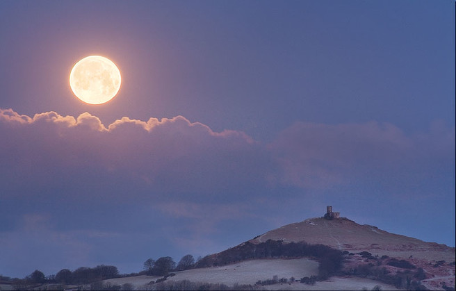 Alex Nail, moonset brentor