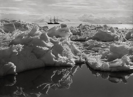 BEAUTIFUL-BROKEN-ICE-REFLECTIONS-AND-THE-TERRA-NOVA-7-JANUARY-1911-1-C32107B
