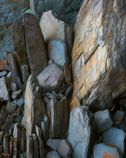 BED-STEPS-ROCKS-small