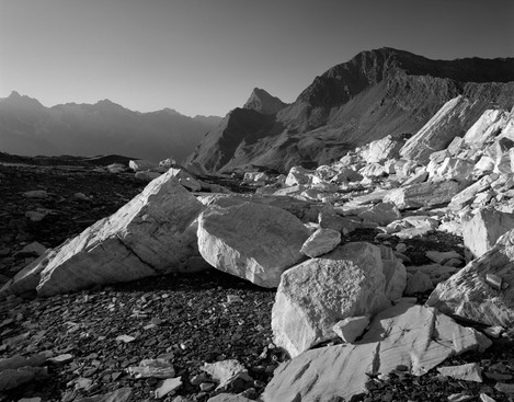 Photo 9. Rocks near the Gd-St-Bernard pass.