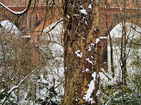 Hockley Viaduct in snow