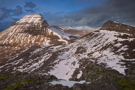 Mount Skælingsfjall (767 m) on the left bathed in afternoon light and mount Stallur (614 m) on the right in the shadows.
